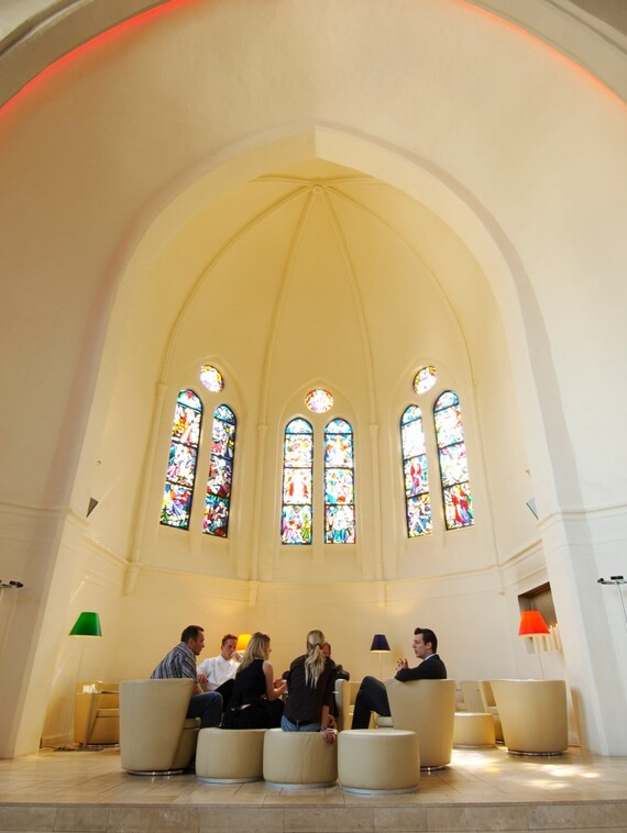 //www.vaillant.ru/media-master/global-media/vaillant/architects-planners/references/martini-church/reference-de-martinichurch-pictureinterieur2-336793-format-3-4@570@desktop.jpg
