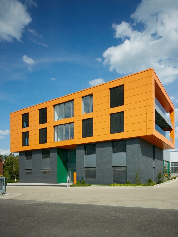//www.vaillant.ru/media-master/global-media/vaillant/architects-planners/references/office-building-bielefeld/reference-de-heiler-pictureoutside2-388224-format-3-4@570@desktop.jpg